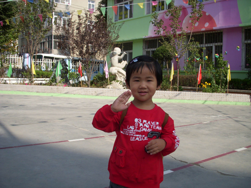 山东青岛洛阳路幼儿园举行全园秋游活动