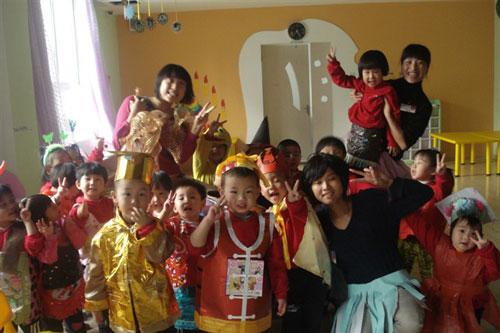陕西西安成长树幼儿园万圣节游行活动