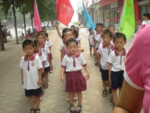 河南范县育才幼儿园学前班幼儿参观新区小学