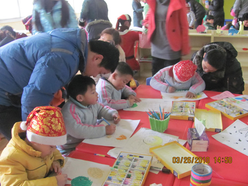 河南起跑线幼儿园迎新年大型亲子游园会图片