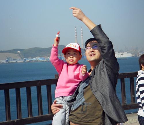 我和爸爸一起放风筝