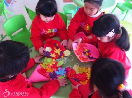 大连博乐英幼儿园开展三八妇女节活动