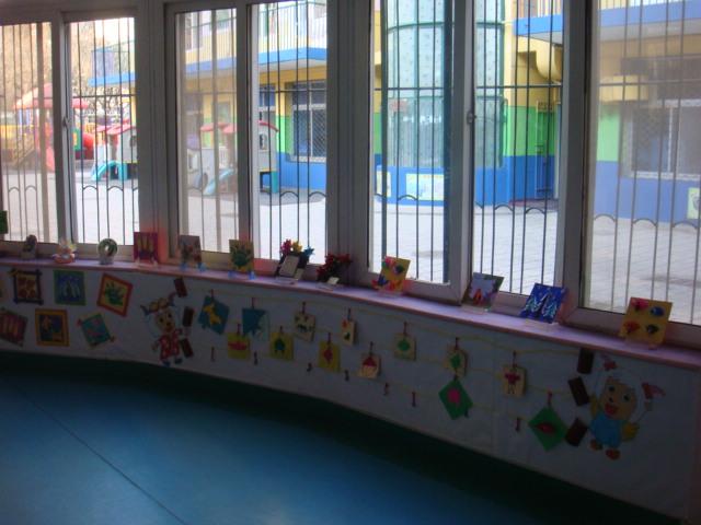幼儿园楼道环境布置:作品展 - 红缨教育_做中国幼儿园