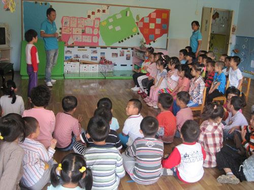 幼儿园活动情景