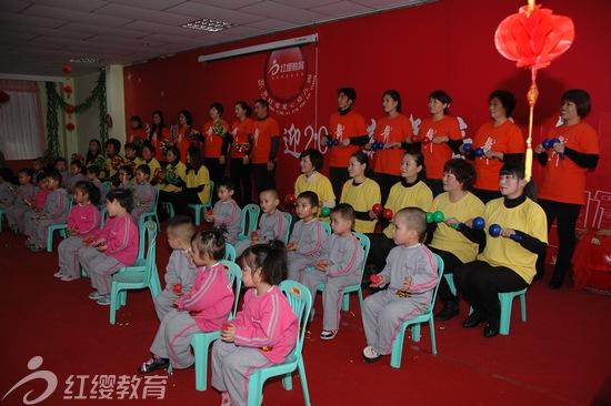 新疆伊宁爱心幼儿园举办2013迎新年音乐会