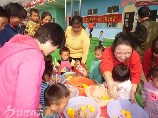 湖南红缨团湖幼儿园举办三八妇女节亲子活动