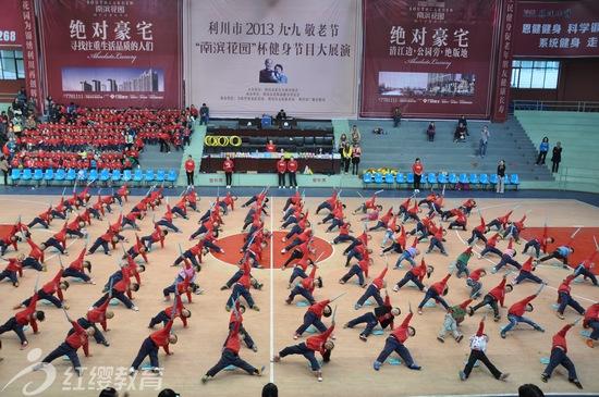 湖北利川红缨蓝天幼儿园举办2013年秋季亲子运动会