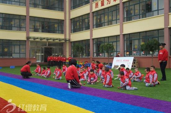 陕西华县红缨苗苗幼儿园举办秋季亲子运动会