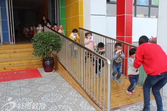陕西安康红缨高新幼儿园举办消防演习活动