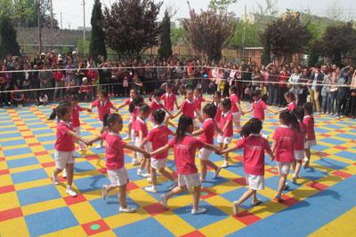 阳光体育幼儿队列队形展示图片