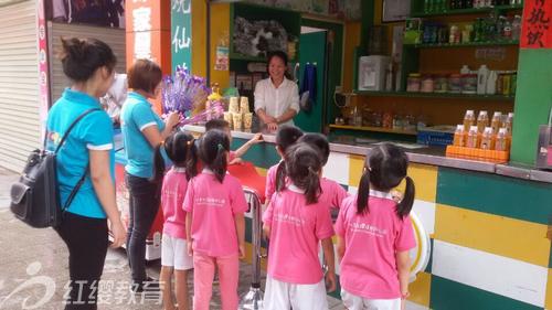 广西南宁横县红缨幼儿园母亲节走向社区感恩活动