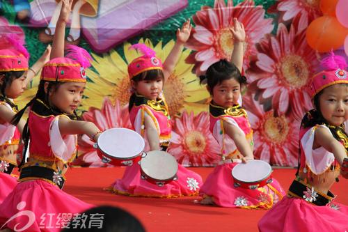 天津东丽红缨小班教案幼儿园认识庆六一v小班举行金童双语钟表图片