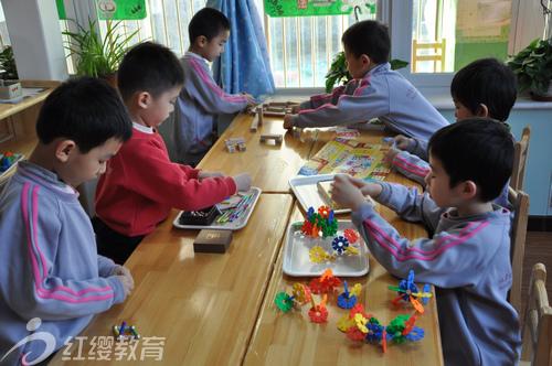 北京海淀红缨幼儿园国庆后孩子开心快乐入园