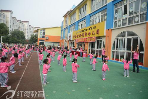 湖北荆州红缨新加坡城国际幼儿园举办早操比赛
