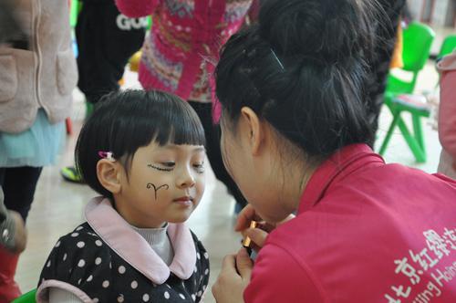 辽宁省沈阳市力泉幼儿园迎来了孩子们期待已久的万圣节,孩子们高高兴