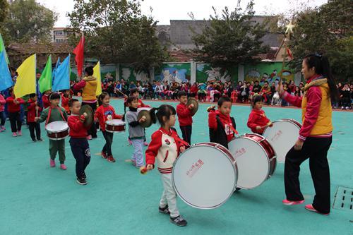 智慧树幼儿园召开秋季亲子运动会