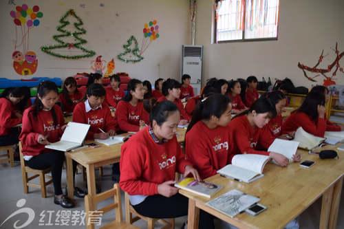 山东菏泽红缨七彩虹幼儿园组织教师学习红缨文化