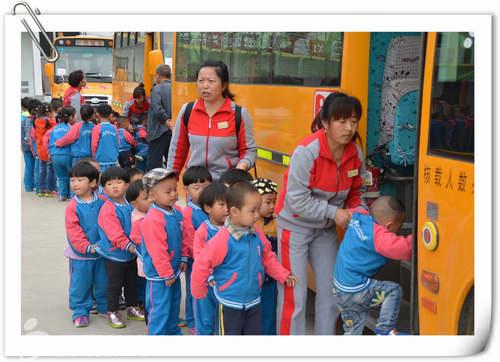 陕西宝鸡红缨朝阳幼儿园组织亲子春游活动