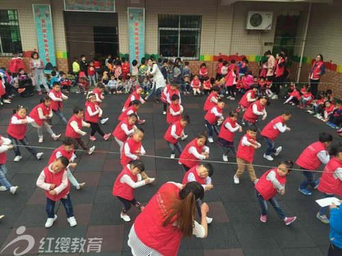 陕西商洛红缨聪明树幼儿园开展幼儿韵律操比赛