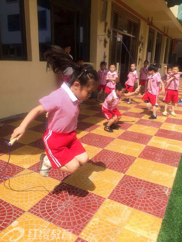 福建泉州红缨小清华幼儿园开展阳光体育比赛