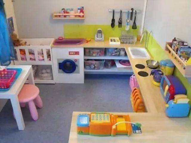 """""""娃娃家""""绝对是小班幼儿的最爱,所以,营造""""家""""的感觉就很关键"""