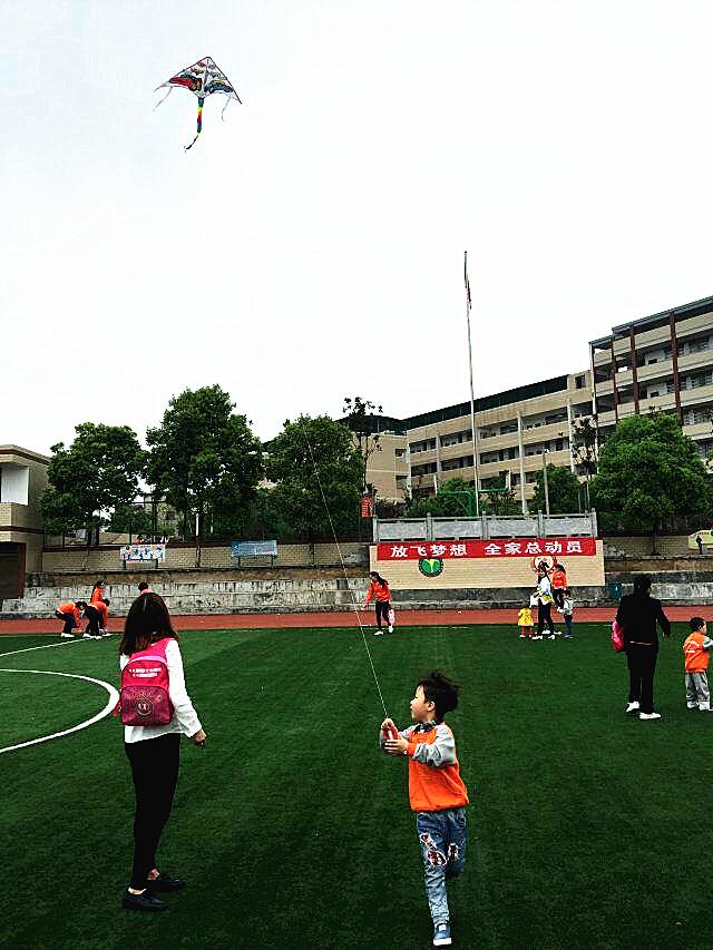 湖南省常宁市叮当幼儿园首届亲子风筝节活动