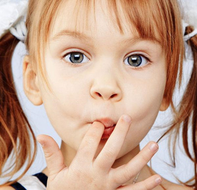 只要孩子不会对生活感到不安,无所事事的情况下,就不会产生吃手指头的