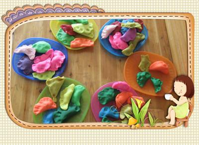 3,愿意与同伴分享饺子,体验用橡皮泥做饺子的乐趣. 【活动准备】