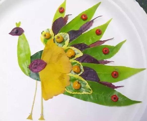 一片小树叶,简单的几笔勾勒,一个活灵活现的小动物,昆虫,或者娃