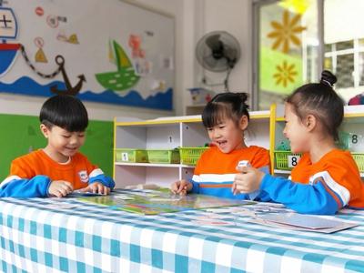 2,在区域活动中渗透的手工教学活动 幼儿园的区域活动,不仅可以为