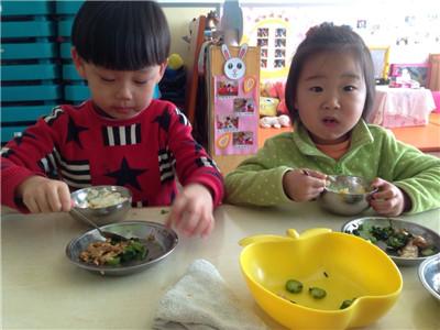 幼儿园的饭菜香