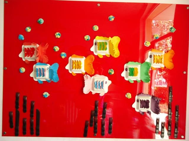 幼儿园楼道墙面布置:小鱼游